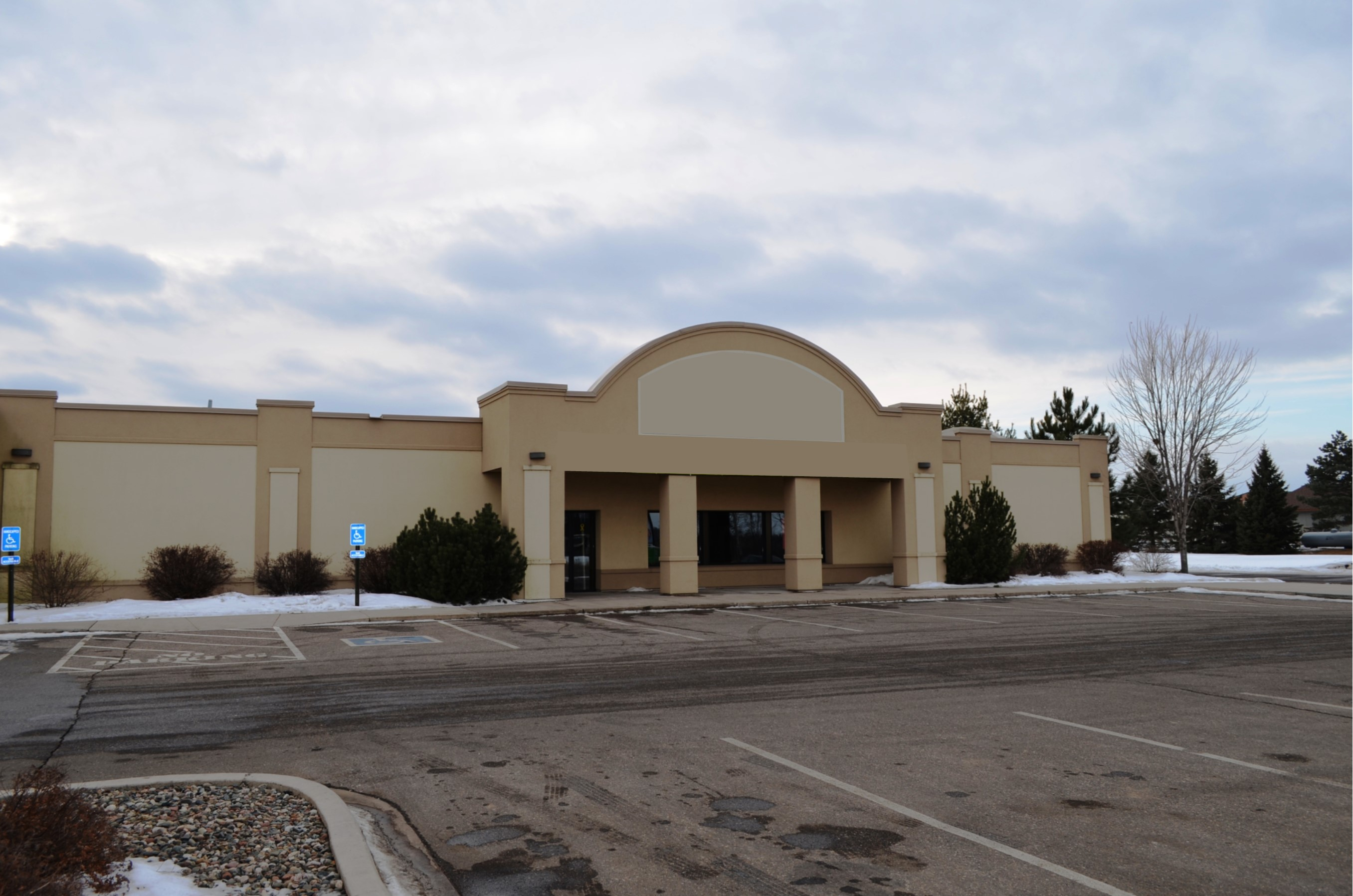 PRICE REDUCED! Retail Building in Baxter