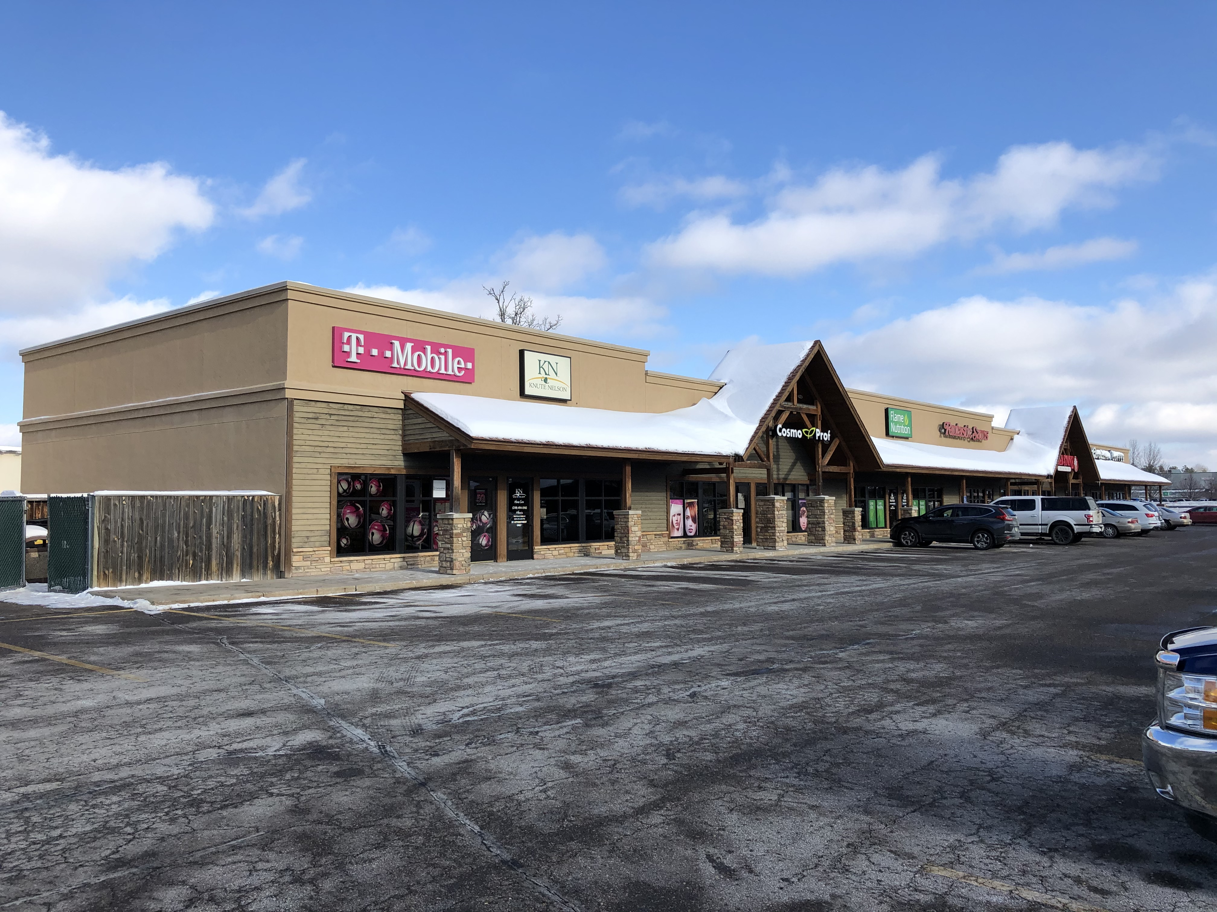 LEASED! Grizzly's Center Lease Space